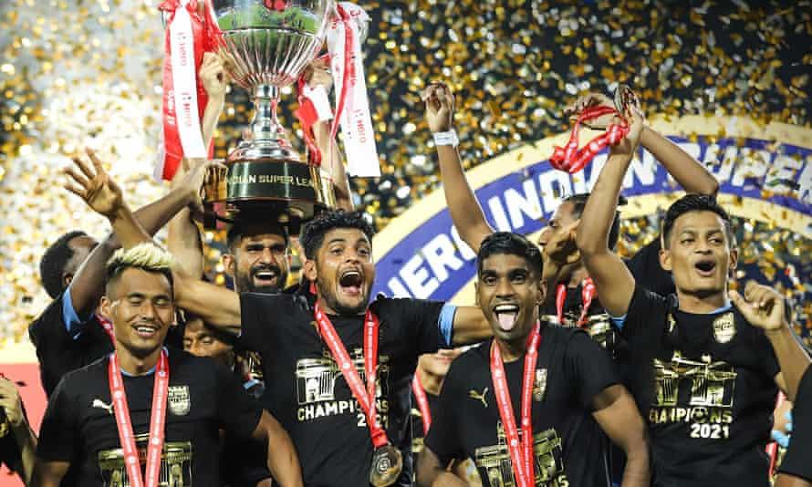 Mumbai City celebrate winning the ISL