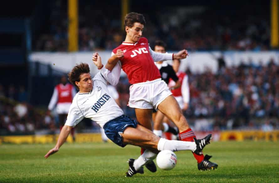 Gary Mabbutt challenges Alan Smith in the league game in October 1987.