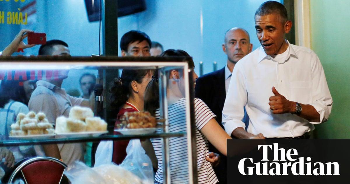 Obama stops off for $6 dinner at streetside restaurant in Vietnam