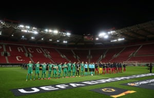 The players line up.