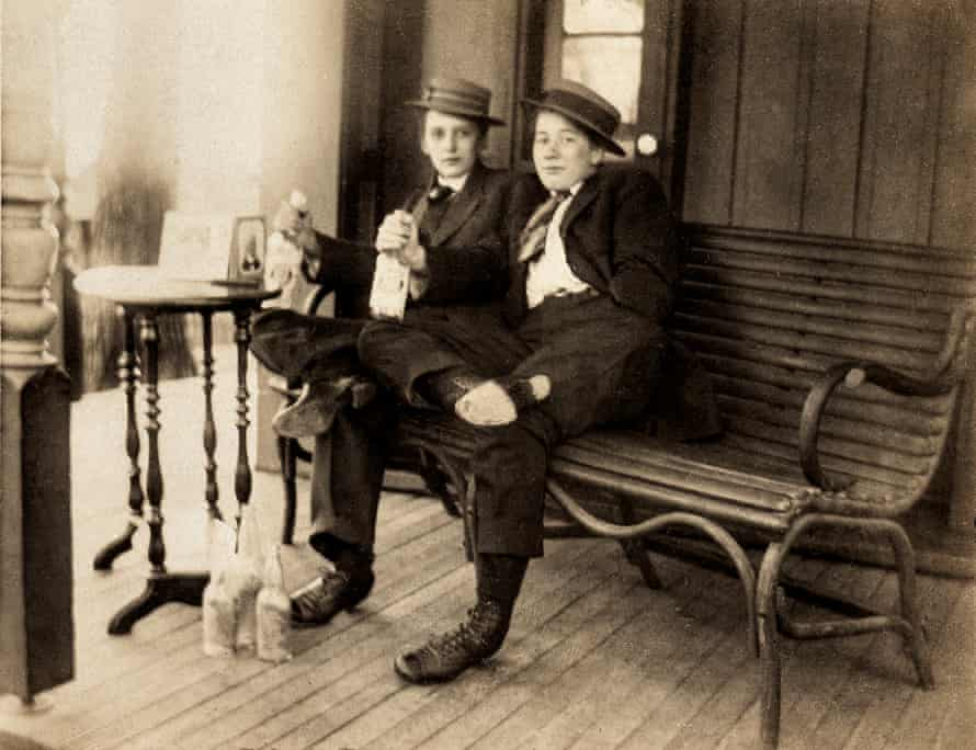 """'This is my friend Jess Yelton + I. Don't we look like the opposite sex?"""" … a US card photo, c.1930."""
