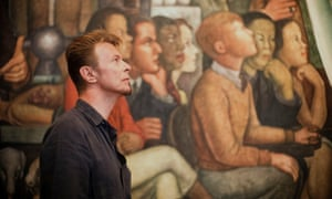 Bowie in front of the Diego Rivera's wall painting The Man, Ruler of the World at the Fine Arts Palace in Mexico City.