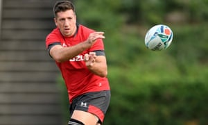 Justin Tipuric, who will captain Wales for the first time in Sunday's pool game against Uruguay, throws a pass in Friday's training session.