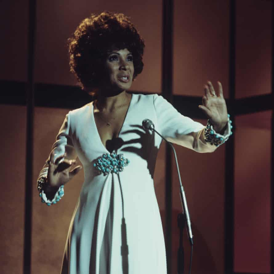 Shirley Bassey in October 1974.