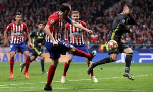 Diego Godin marks the second goal of Atletico Madrid.