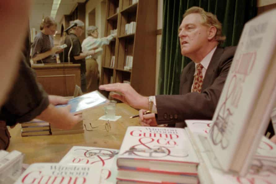 Winston Groom signs books at a New York City bookstore in 1995.