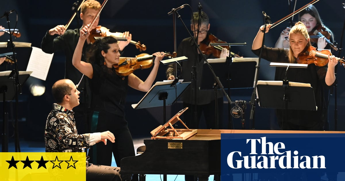 Manchester Collective/Mahan Esfahani review – high energy Proms debut