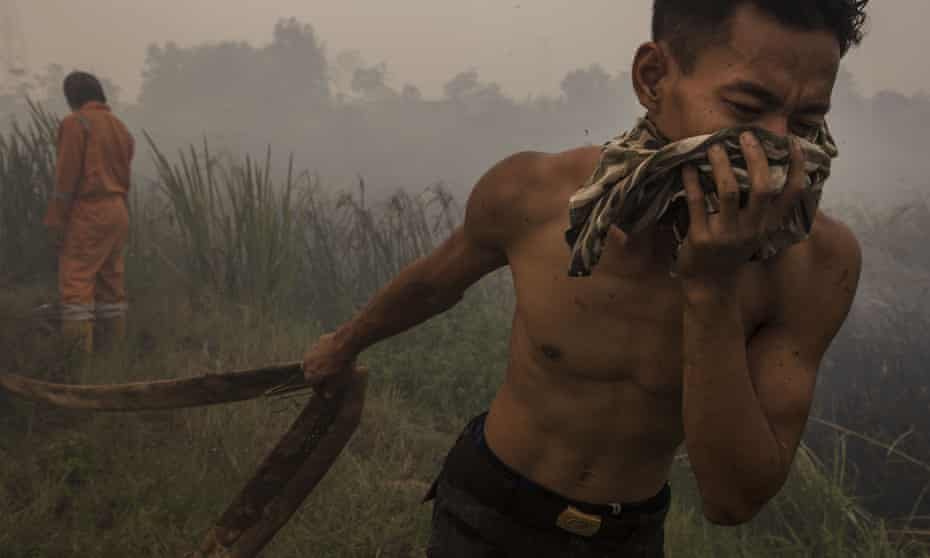 Man covering mouth from polluted air