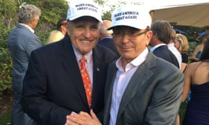 Simon Kukes and the former New York mayor Rudy Giuliani at a fundraising dinner in New York in August 2016.