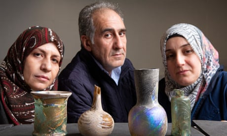 Syrian refugees help put centuries-old glassware on show in Paisley