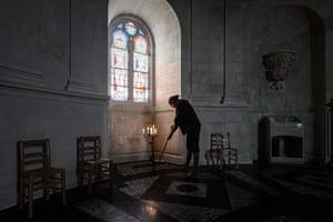 Dalisson sweeps chapel