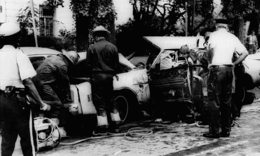 Firemen remove victims from Orlando Letelier's shattered car shattered in Washington on 21 September 1976.