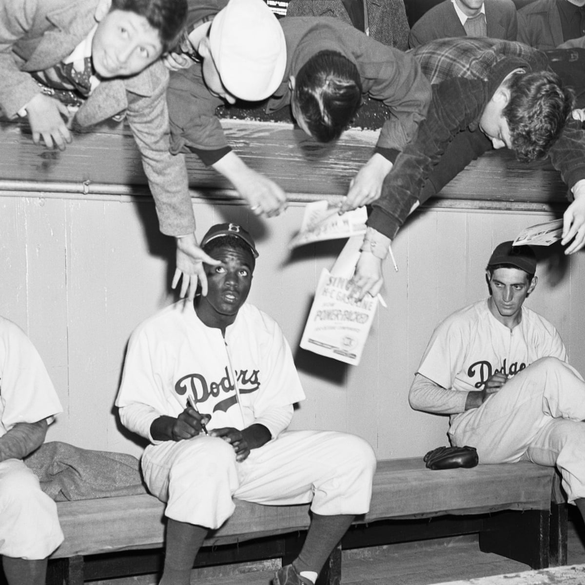 Colin Kaepernick S Dignified Protest Echoes The Spirit Of Jackie Robinson Richard Williams Sport The Guardian