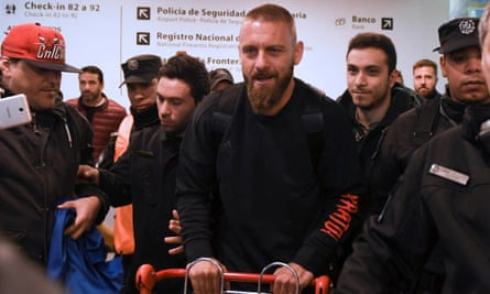 Daniele De Rossi played alongside Boca's sporting director, Nicolás Burdisso, for five years at Roma.