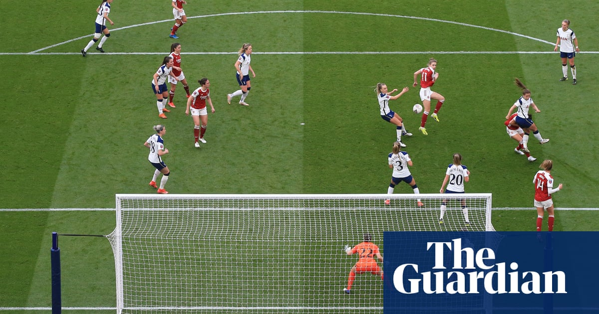 Vivianne Miedema scores spectacular volley as Arsenal beat Spurs in WSL