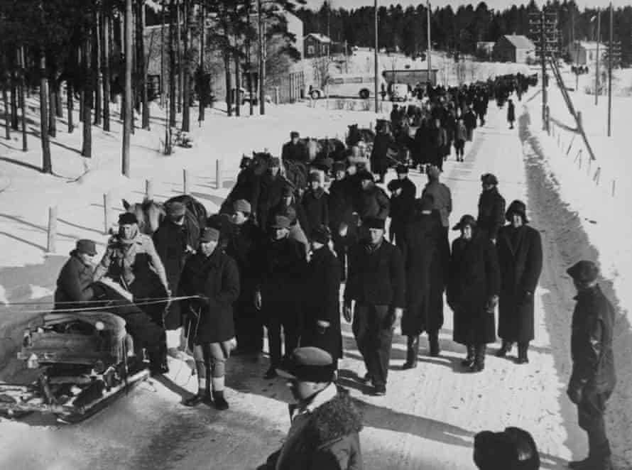 Finnish refugees trudge through snow during the winter war with he Soviet Union
