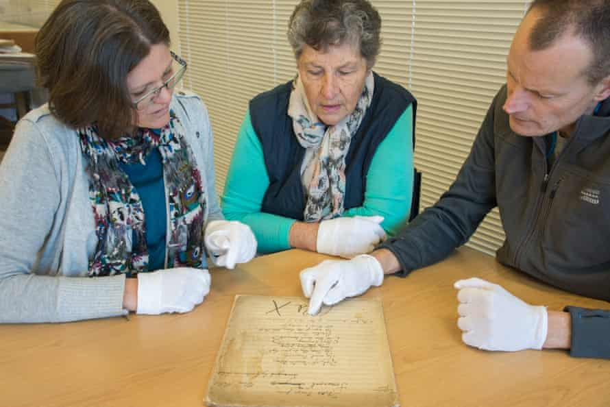 Bronya Dean, Gloria Pheasant and Justus Rozemond examine the score of Folk Songs From Somerset.
