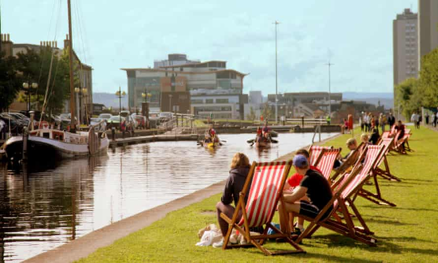 Brighter weather sees locals locals come out for the Scottish canal festival at Speirs Wharf