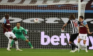Jeff Hendrick scores Newcastle's second goal