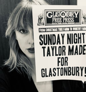 Taylor Swift holding up a customised version of the Glastonbury Free Press.
