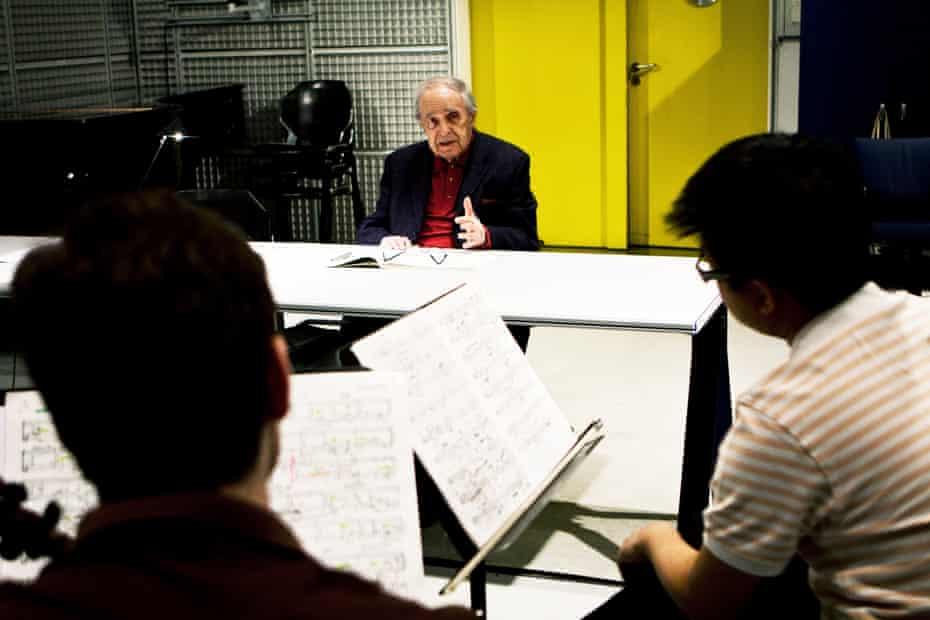 Pierre Boulez with the Diotima Quartet in Paris in 2012.