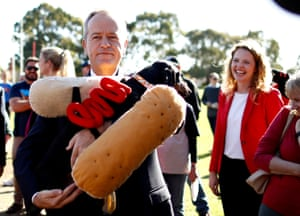 Bill Shorten meets Eva the Democracy Sausage Dog in the seat of Boothby, Adelaide.