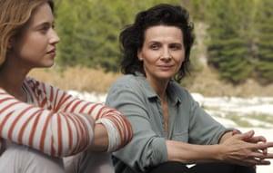 Lou de Laâge and Juliette Binoche in The Wait.