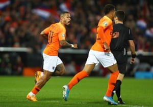 Depay celebrates after scoring the equaliser for the Netherlands.