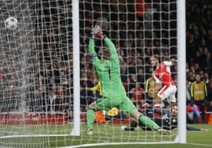 The net ripples after Theo Walcott's shot, but unfortunately for him and Arsenal, it's the side netting.