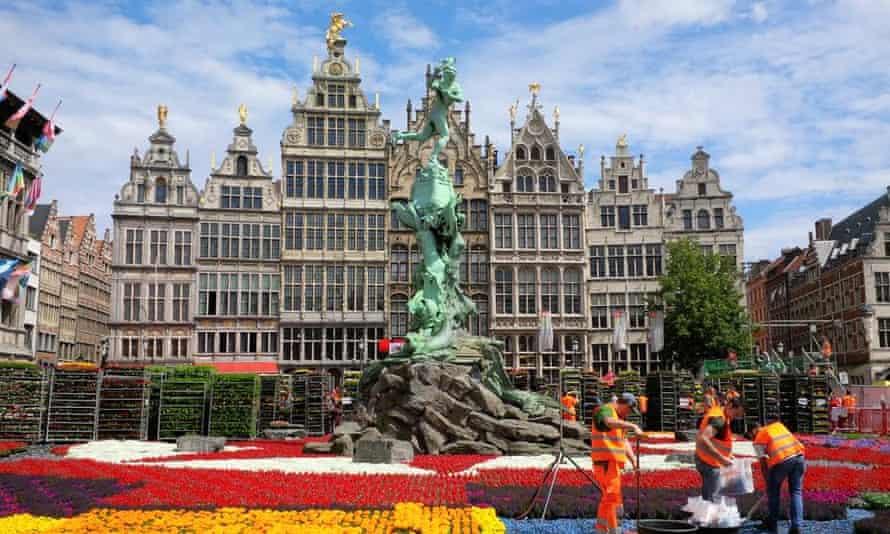 Beware of long lines at Antwerp's Grote Markt.
