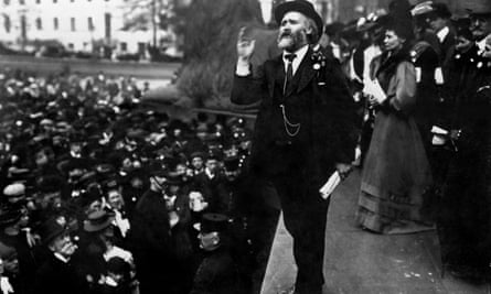 Keir Hardie addressing a crowd at Trafalgar Square in 1908.