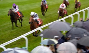 Circus Maximus grinds out victory on the rail at Chester.