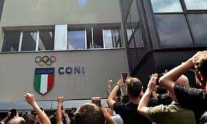 Romelu Lukaku greets an adoring public in Milan.