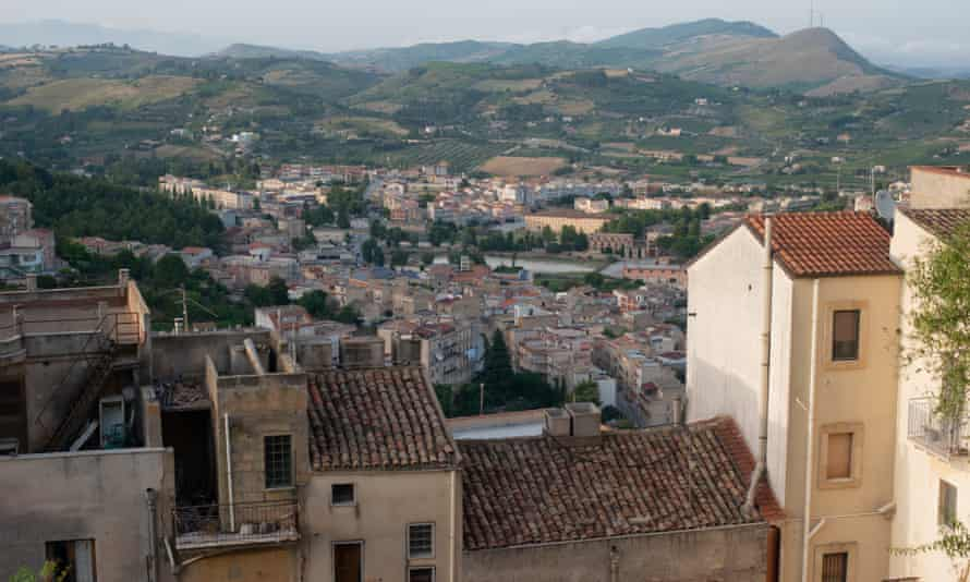 Following the 1968 earthquake, the majority of Salemi's residents moved the new, lower part of town.