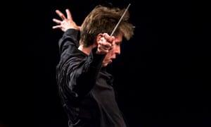 Esa-Pekka Salonen conducting in 2015
