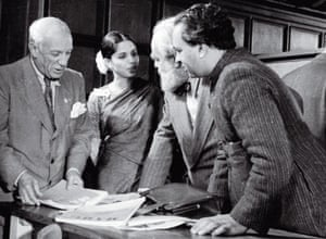 De Silva with Pablo Picasso, Jo Davidson and Mulk Raj Anand in 1948.