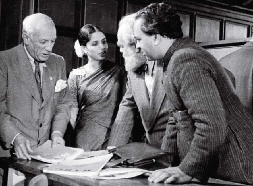De Silva with Pablo Picasso, Jo Davidson and Mulk Raj Anand in 1948.