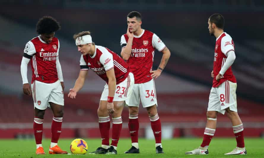 David Luiz plays on for Arsenal with his head bandaged.