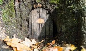 Fairy's door, Furzey Gardens