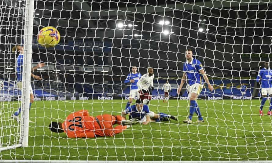 Alexandre Lacazette fires home the winning goal.