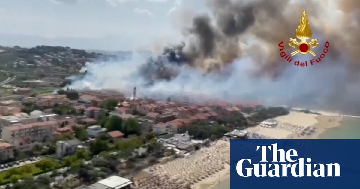 Aerial footage of Pescara wildfire as residents and tourists evacuated – video