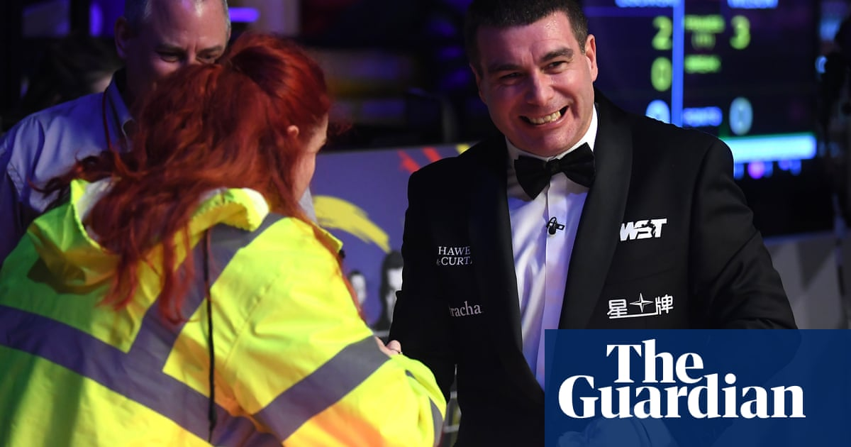 'He got me!' Wasp stings Masters snooker referee at Alexandra Palace