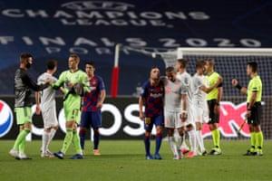 Thiago of Bayern Munich consoles Jordi Alba of Barcelona.