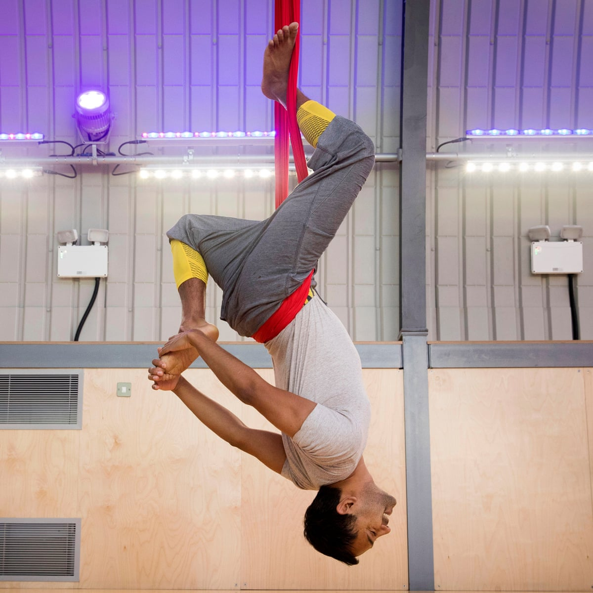 Aerial Yoga I Look Like A Buffoon I Feel Incredible And Then I Vomit Yoga The Guardian