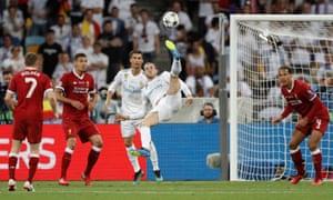 Real Madrid's Gareth Bales shoots ...