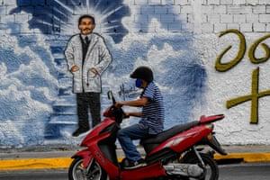 A mural depicting Hernandez in Caracas.