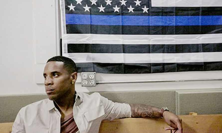 Reggie Yates is to front a BBC3 documentary on gun crime in Chicago.
