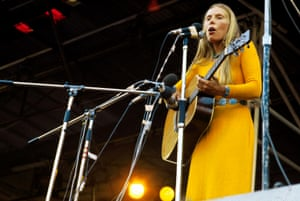 Joni Mitchell performs in 1970