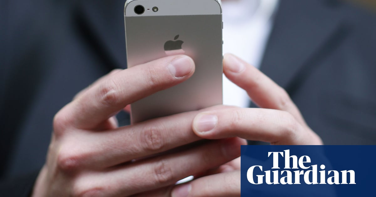 UK mobile firms asked to alert Britons to heed coronavirus lockdown | World news | The Guardian