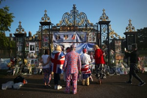 London, UK: People look at flowers and tributes left in memory of the late Diana, Princess of Wales, at the gates of her former residence in Kensington Palace on the 20th anniversary of her death